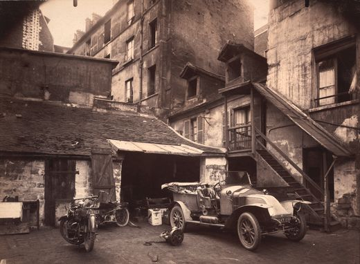 http://singularimages.files.wordpress.com/2008/09/e_atget_cour-7-rue-de-valencia-1922.jpg