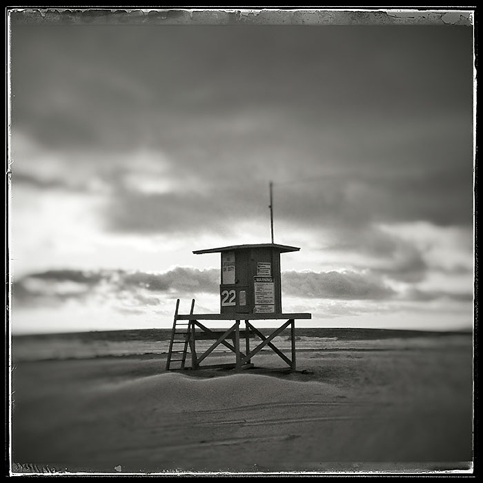 11-15-15_Newport_Beach_lifeguard_stand_163001-02