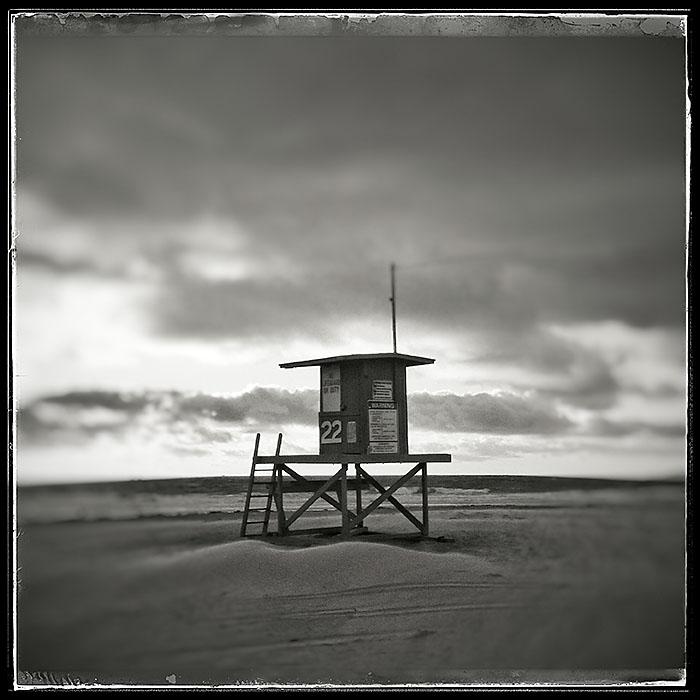 11-15-15_Newport_Beach_lifeguard_stand_163001-02